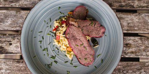 Tri Tip Steak an Kritharaki Salat